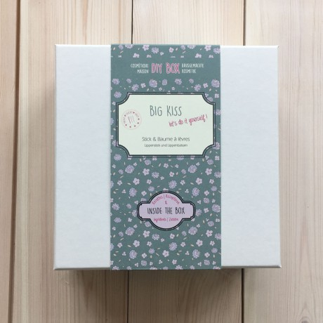 Big Kiss DIY box